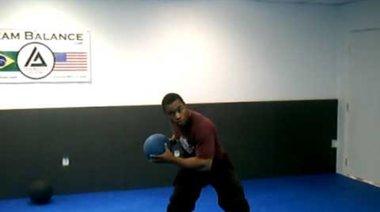 Упражнение с медицинска топка