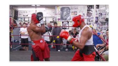Андерсън Силва  играе боксов спаринг