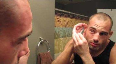 Mike Swick източва карфиолено ухо
