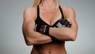 Holly Holm язди бик