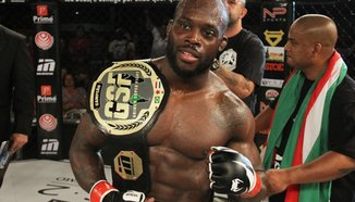 Melvin Manhoef преподписа с Bellator