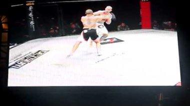 Eric Davila срещу Brock Larson