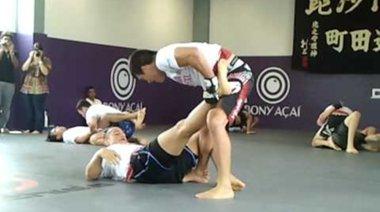 Dos Santos тренира с Machida