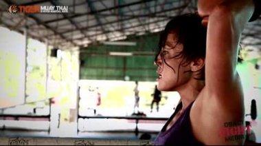 Jennifer Tate в Tiger Muay Thai