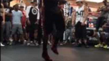 Floyd Mayaweather скача на въже