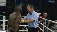 Боксьори нападат рефери