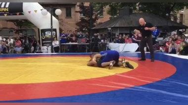 Хамзат Чимаев на състезание по борба