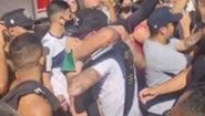 Ето как посрещнаха Чарлз Оливейра в Бразилия